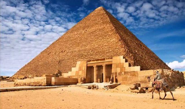 Древние египтяне освещали пирамиды внутри с помощью бронзовых плит
