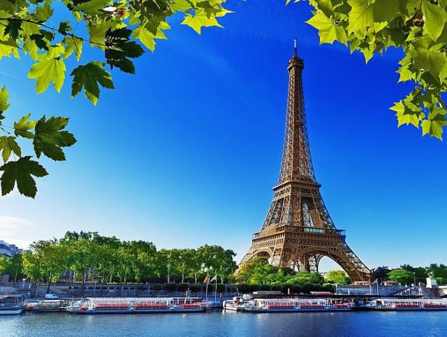 Эйфелева башня находится в браке с американкой Эрикой Ла Бри