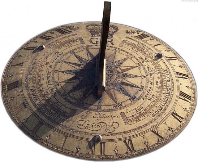 Первые часы появились в четвером тысячелетии до нашей эры