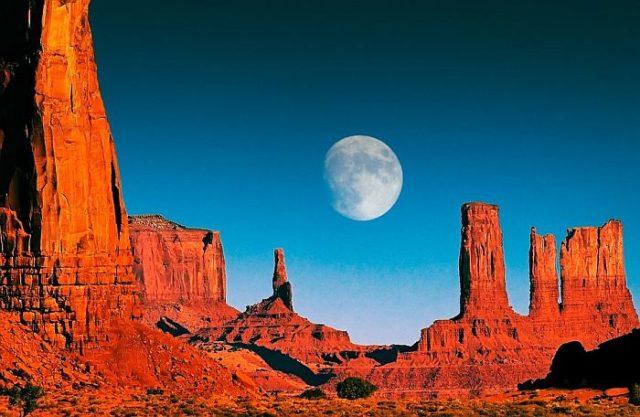 Долина Монументов в Америке