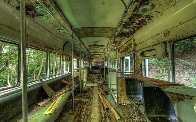 Разрушенный трамвай