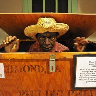 Генри Браун сбежал от рабовладельца в почтовом ящике и прибыл к месту за 27 часов