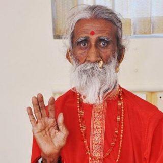 Йог Прахлад Джани утверждал, что не принимал пищу, но его разоблачили